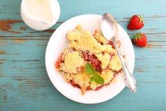 Croustillant avec des fraises Photos stock