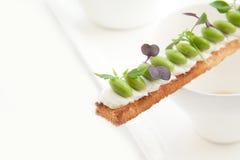 Croutons mit Gemüse lizenzfreie stockbilder