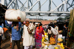 Crowd of asian people rush through the flower market rows in Calcutta Royalty Free Stock Photography