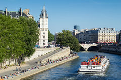 Crowd and boat on the banks of river Seine Royalty Free Stock Images