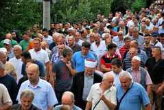 CROWD: Muslims in a row on the road/street. Muslims at the funeral; Effendi with turban in the middle of the crowd; Bosnia and Herzegovina, Maglaj, 2016 Stock Photo