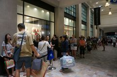 Crowd of People in line at mall on Black Friday outside Banana Republic. Honolulu - November 26, 2015: Crowd of People in line at mall on Black Friday outside royalty free stock photos