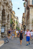 CROWD OF TOURISTS ON A STREETS OF VERONA Royalty Free Stock Photography