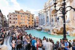 Crowd of tourists and Trevi Fountain in Rome city Stock Photography