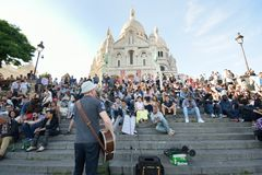 Crowd Watching Musican Outside Sacre Coeur Paris Royalty Free Stock Image