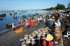 Crowded, beach, fish market, seafood, Vietnam Royalty Free Stock Photos