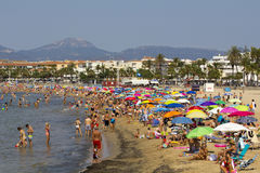 Crowded beach at summer Royalty Free Stock Images