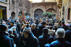 Crowded courtyard at House of Juliet Stock Images