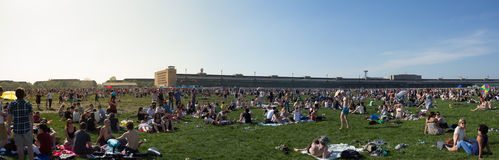 Crowded park -  People at  Tempelhofer Feld in Berlin Royalty Free Stock Photos