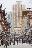 Crowded shopping street in Shanghai, China Royalty Free Stock Photos