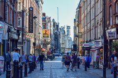 Crowded Traditional Alley in London on a Sunny Summer Day royalty free stock photos