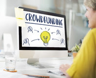 Crowdfunding货币业务电灯泡图表概念 免版税库存图片