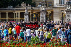 Crowds at Buckingham Palace Royalty Free Stock Images