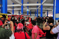 Crowds looking at Formula BMW cars - 1 Royalty Free Stock Photography