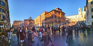 Free Crowds Of Tourists Near The Spanish Steps In Rome Royalty Free Stock Image - 132097026