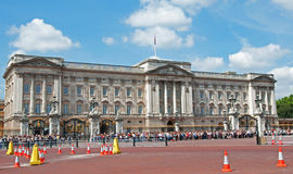 Crowds Outside Buckingham Palace Stock Photography