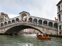 Crowds of tourists on Rialto Bridge and boats in the channel on September 24, 2010 in Venice Italy Royalty Free Stock Photos