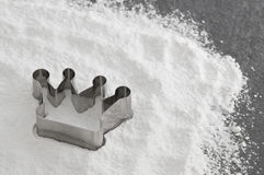 Crown baking dish in flour Stock Images