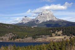Βουνό επτά αδελφών και βουνό Crowsnest Στοκ φωτογραφία με δικαίωμα ελεύθερης χρήσης