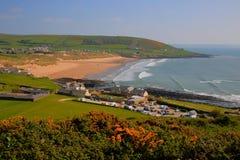 Croyde wyrzucać na brzeg Devon Anglia UK podwyższonego widok w lecie Zdjęcie Stock