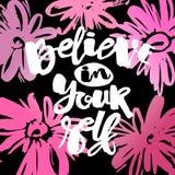 Croyez en vous-même l'affiche de motivation dessinée par encre de lettrage de main illustration stock