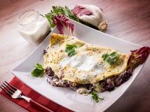 Crêpe con la cicoria ed il formaggio Fotografia Stock