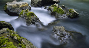 Córrego e rochas Imagens de Stock Royalty Free