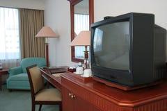 CRTfernsehapparat im Hotelzimmer Stockfotografie