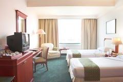 CRTfernsehapparat im Hotelzimmer Stockbild