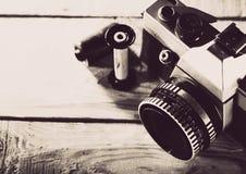 Cru appareil-photo de photo de film de 35 millimètres Image libre de droits