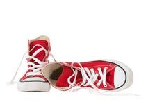 Cru arrêtant les chaussures rouges tombées Photographie stock