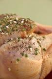 Cru chiken avec des herbes, recette française Images libres de droits