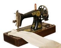 cru de couture d'isolement de coupage de chemin de machine Vieille machine à coudre d'isolement sur le CCB blanc Photos stock