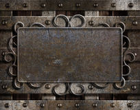 Cru de plaque métallique sur la vieille trappe de chêne Images stock