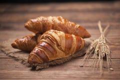 Cruasán fresco, cierre italiano del desayuno para arriba Foto de archivo