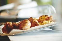 Cruasanes del desayuno Foto de archivo libre de regalías