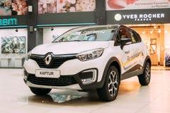 Cruce blanca del Subcompact de Renault Kaptur Car Is The del color en la ha fotografía de archivo libre de regalías