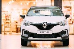Cruce blanca del Subcompact de Renault Kaptur Car Is The del color en la ha imagenes de archivo