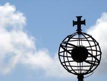 Cruce encima del globo Fotos de archivo libres de regalías