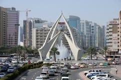 Cruce giratorio del reloj de la torre en Dubai Foto de archivo libre de regalías