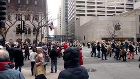 750 cruces marchan contra violencia armada en la avenida de Michigan en Chicago