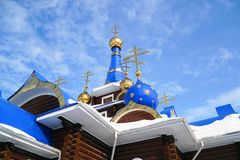 Cruces ortodoxas en las bóvedas de la iglesia fotos de archivo
