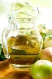 Cruche avec l'huile végétale Image stock