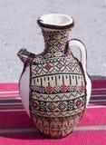 Cruche dans le sac, décoré de la broderie images stock