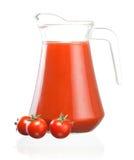 Cruche de jus de tomates et de trois fruits image stock