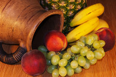 Cruche et fruit Images libres de droits