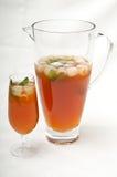 Cruche et glace de thé glacé Photographie stock libre de droits