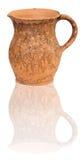 Cruche traditionnelle d'argile d'isolement sur le blanc Photo libre de droits