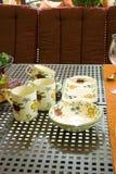 Cruches et tasses de porcelaine Images stock