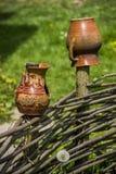 Cruches sur la barrière Photographie stock libre de droits